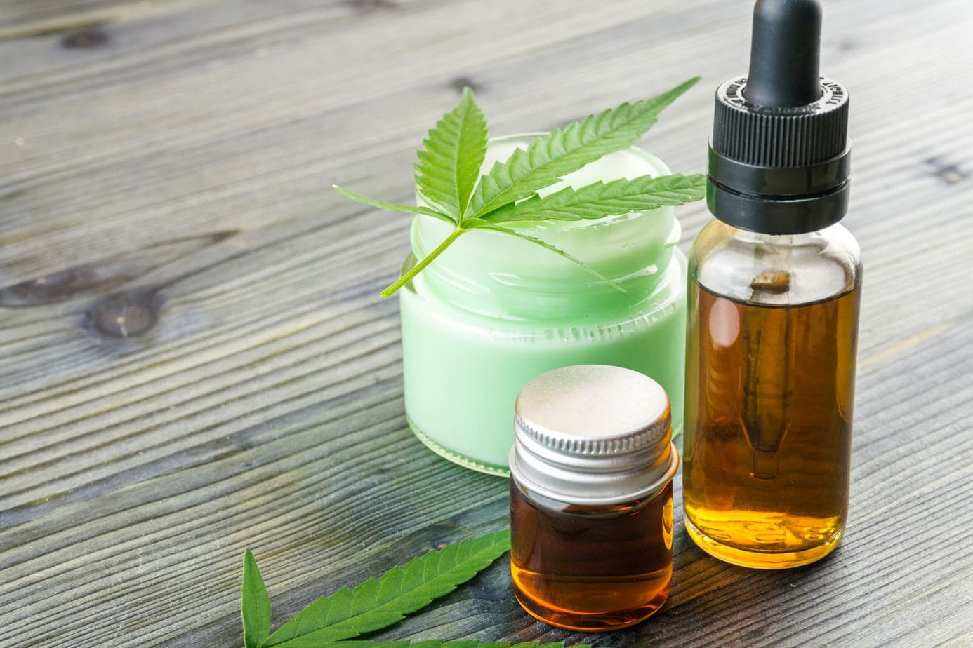 CBD-Öl gegen Schmerzen ⇒ Beschwerdefrei dank Pflanzenkraft?